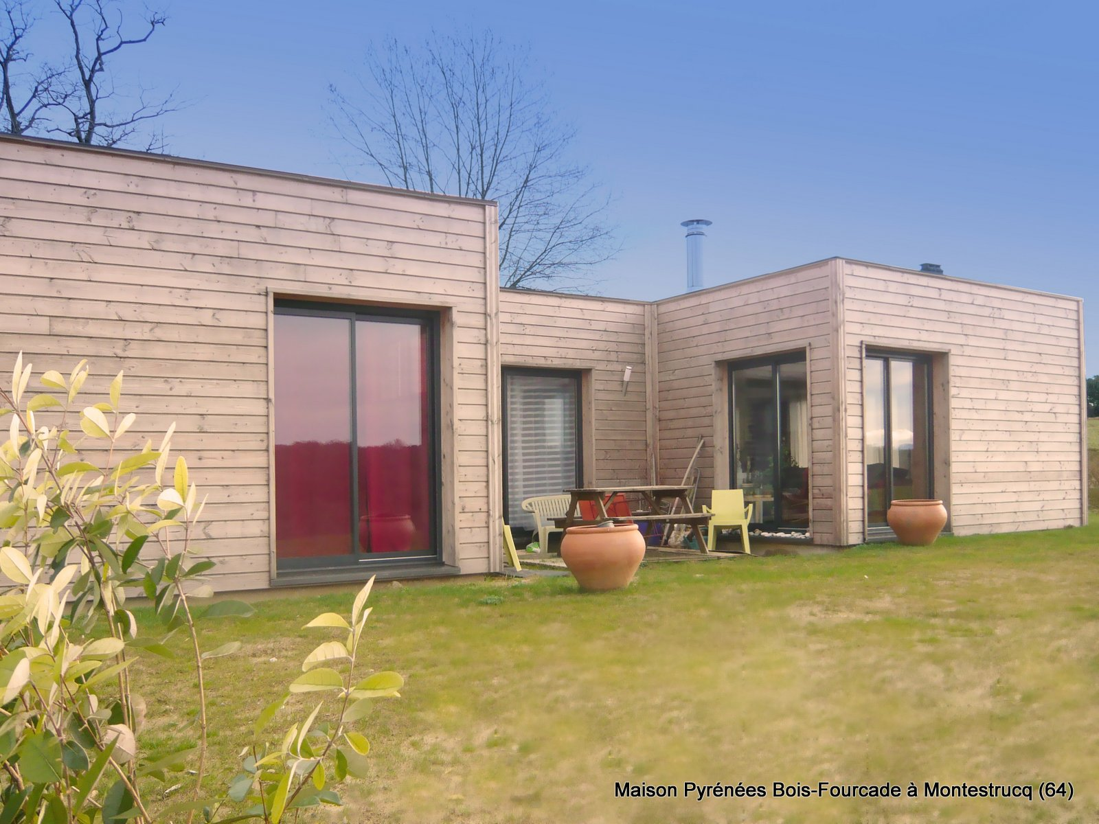 Maison bois contemporaine pyr n es bois maisons for Modele de maison en bois contemporaine