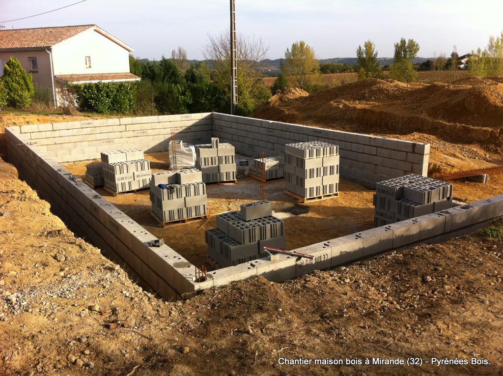 Maison en bois en construction à Mirande (32) : maçonnerie